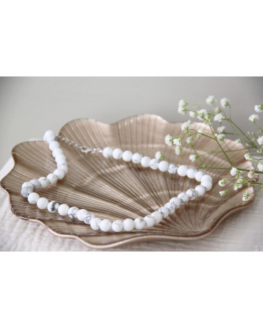 Lovely necklace of natural howlite gemstones (about 50 stones)